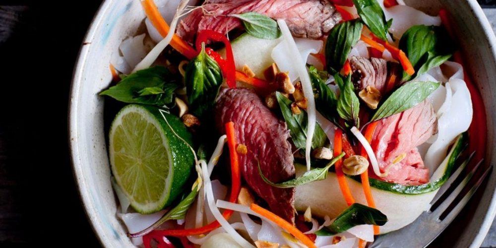 Salade thaïe au boeuf et pousses de soja