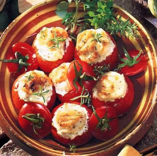 Tomates farcies au chèvre légères